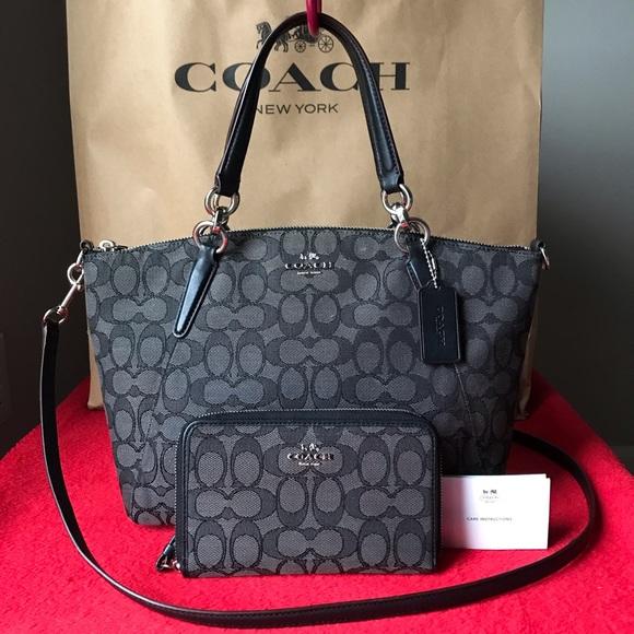 0c0cd54324 Coach Handbags - ✅✅Coach Set✅✅
